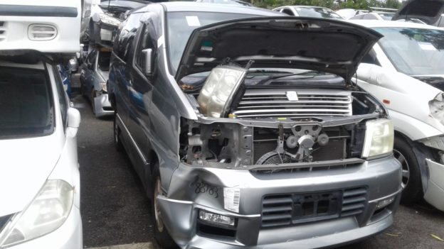 1999 Nissan Elgrand Silver