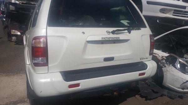 2002 Nissan Pathfinder White