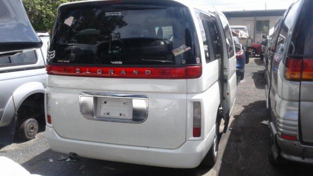 2004 Nissan Elgrand White