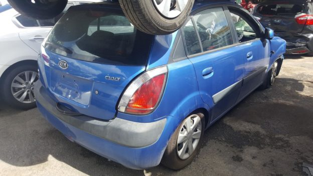 2006 Kia Rio Blue Hatchback